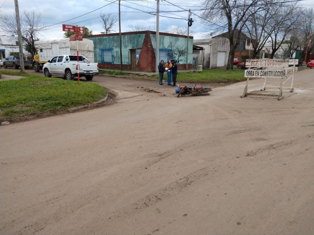 Accidente de tránsito en la intersección de Calle Rocamora y Belgrano