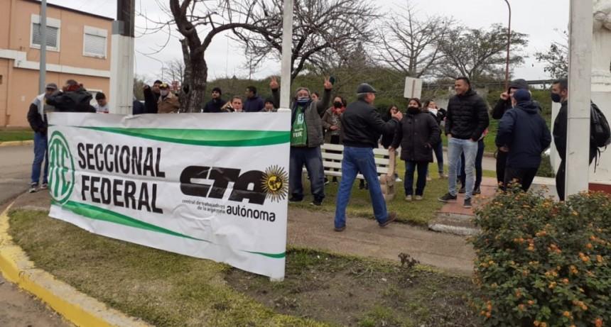 En Federal trabajadores de la administración pública marcharon contra el Proyecto de la Emergencia Solidaria .