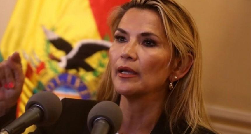 La presidenta interina de Bolivia confirmó que tiene coronavirus