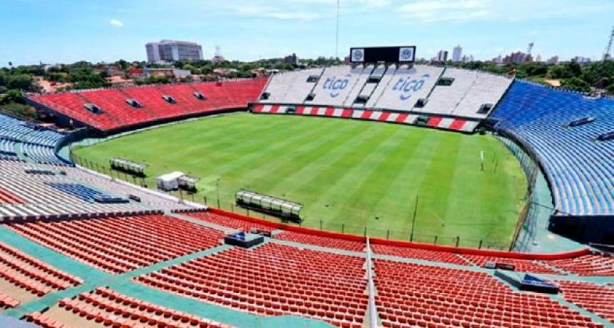 Por contagios masivos, suspendieron la vuelta del fútbol en Paraguay