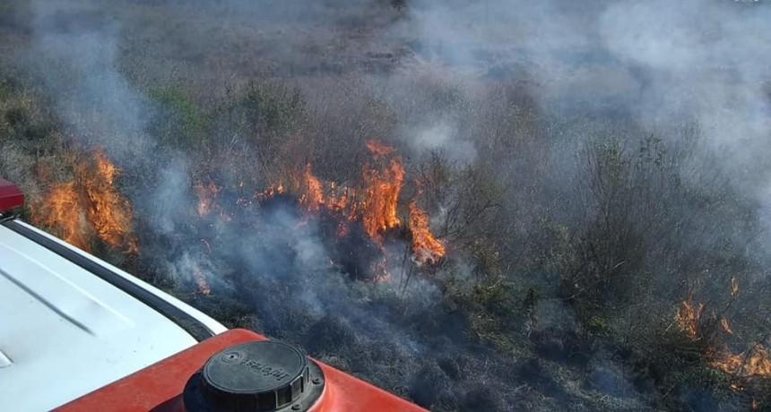 Incendio en las banquinas de la Ruta Nacional N 127