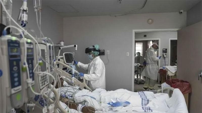"""Covid: hay un descenso """"progresivo"""" en ocupación de camas de terapia intensiva"""