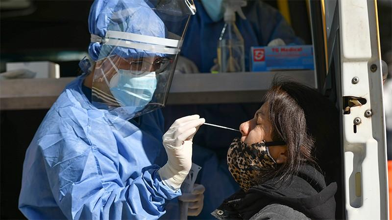 Reportaron 384 muertes en el país y 12.555 contagios en las últimas 24 horas