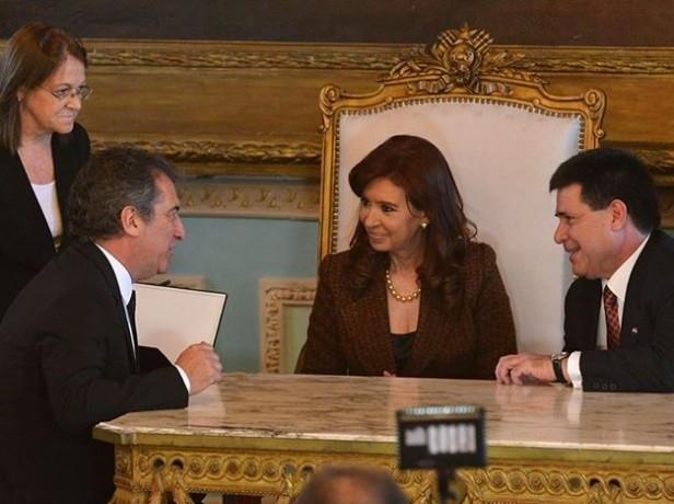 Cristina y Urribarri completaron la devolución de bienes al Paraguay