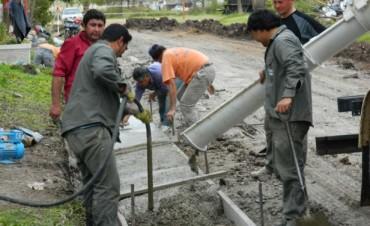 Reconstrucción de cordones cuneta, obra de cloacas y renovación de paseo público