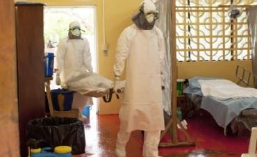 El ébola desembarca en EE.UU. y suma más de 800 muertos