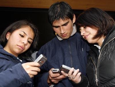 Un estudio revela que los argentinos miran el celular cada 7 minutos