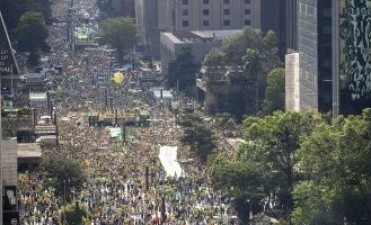 Multitudinarias marchas en la mayoría de los estados de Brasil contra Dilma Rousseff