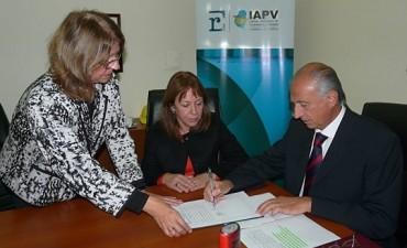 Firmaron contrato para construir 84 viviendas en la provincia