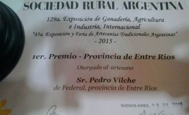 Juan Vilches un artesano de Federal premiado en Palermo