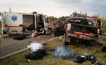 En Gualeguaychú una ambulancia protagonizó un choque con 5 muertos