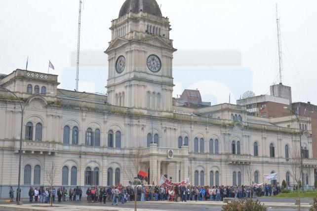 El Gobierno oficializó el descuento a los docentes que adhirieron a los paros