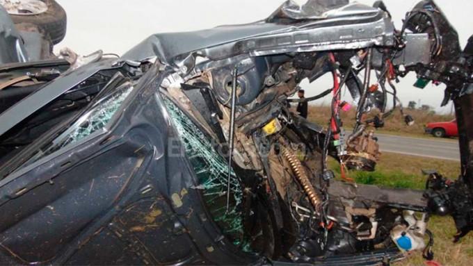 Dos adolescentes murieron en un impresionante accidente en Santa Fe