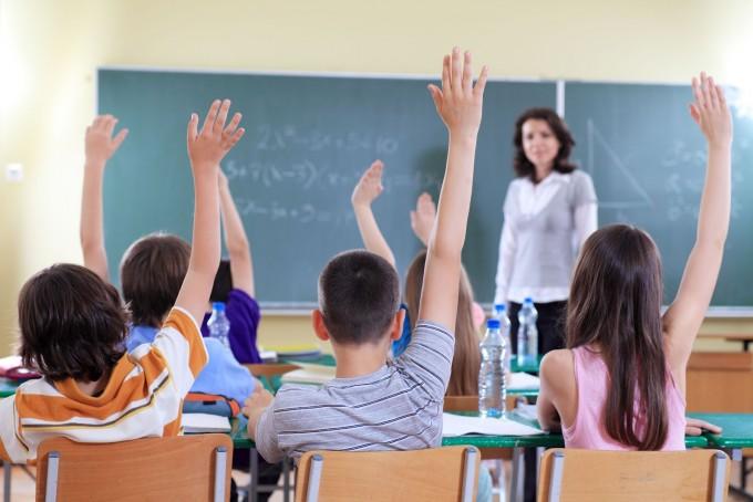 El gobierno busca extender la jornada escolar en todo el país