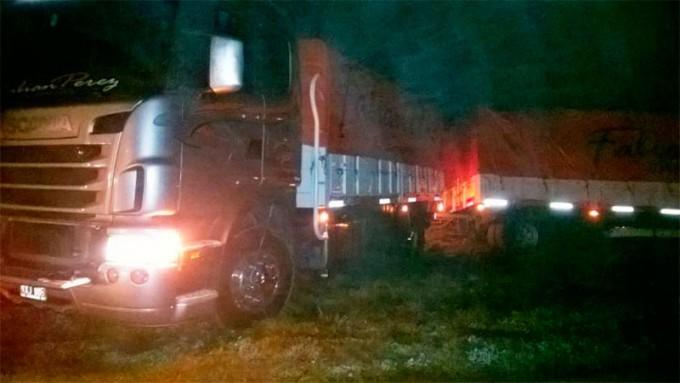 Despistó un camión que transportaba botellas de vinos sobre Ruta Nacional 127