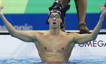 La noche mágica de Phelps: en una hora logró dos oros y llegó a 21