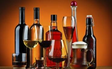 Quieren regular la publicidad de bebidas alcohólicas