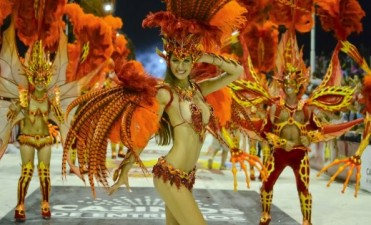 La alegría del carnaval y de las fiestas llega a las aulas