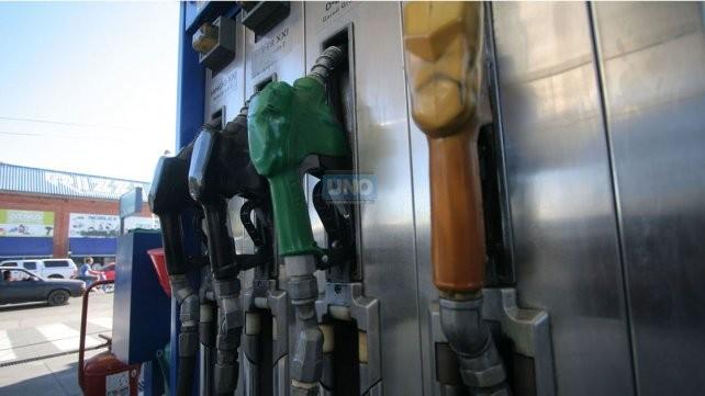 Quieren disminuir la venta de combustibles en efectivo