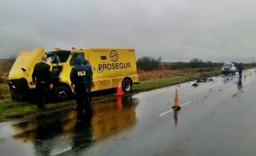 Un camión transportador de caudales se despistó camino a Federal