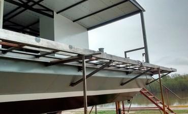 Construyen la primer aula taller móvil flotante en la provincia