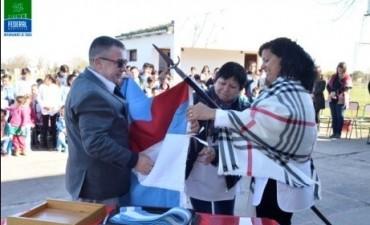 El Municipio realizo una donación de una Bandera de Ceremonia a la Escuela N 8 del Paraje Las Delicias