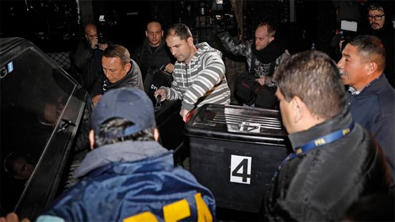 La Policía no secuestró nada en los allanamientos a domicilios de Cristina