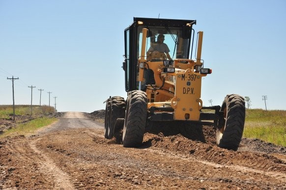 Se avanza en la reposición de ripio en el acceso al Cimarrón en Federal