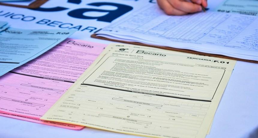 Este jueves se inicia el pago de becas provinciales