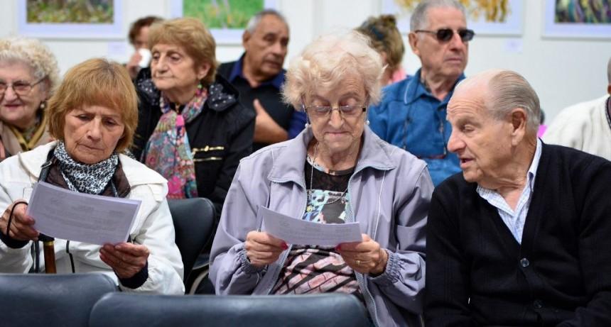 La jubilación mínima llegará a $9300 y la AUH a $1.800 a fin de año