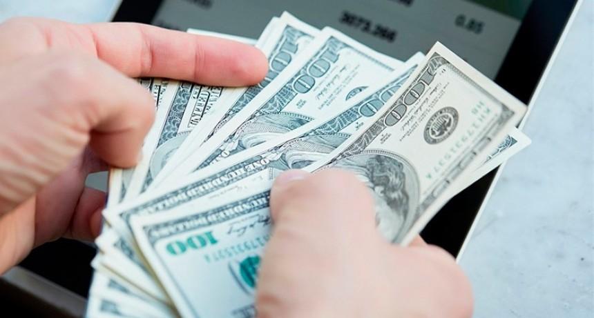 Enumeran las causas que originan la nueva escalada del dólar