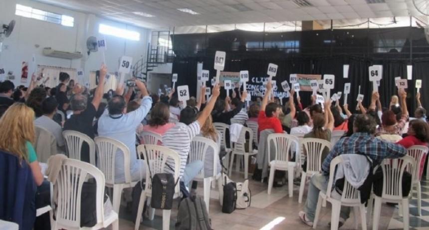 Los docentes pidieron nuevamente que se discutan salarios en la provincia