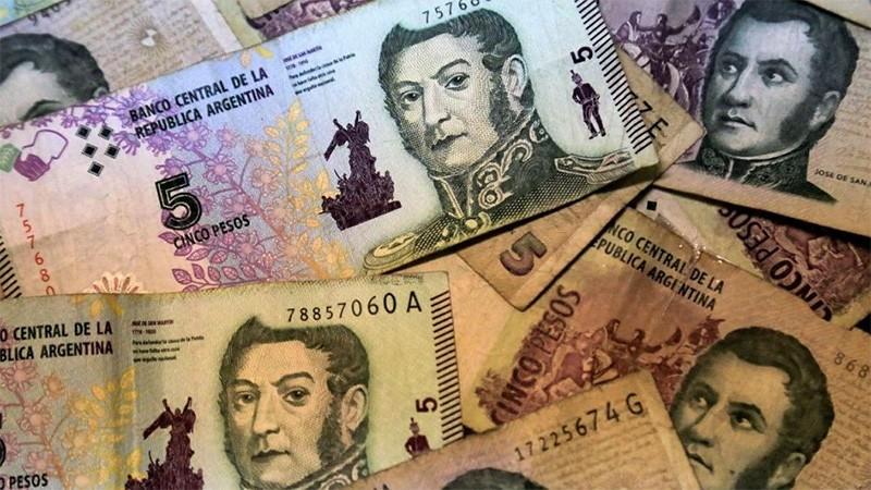 Desde hoy se pueden canjear en los bancos los billetes de 5 pesos