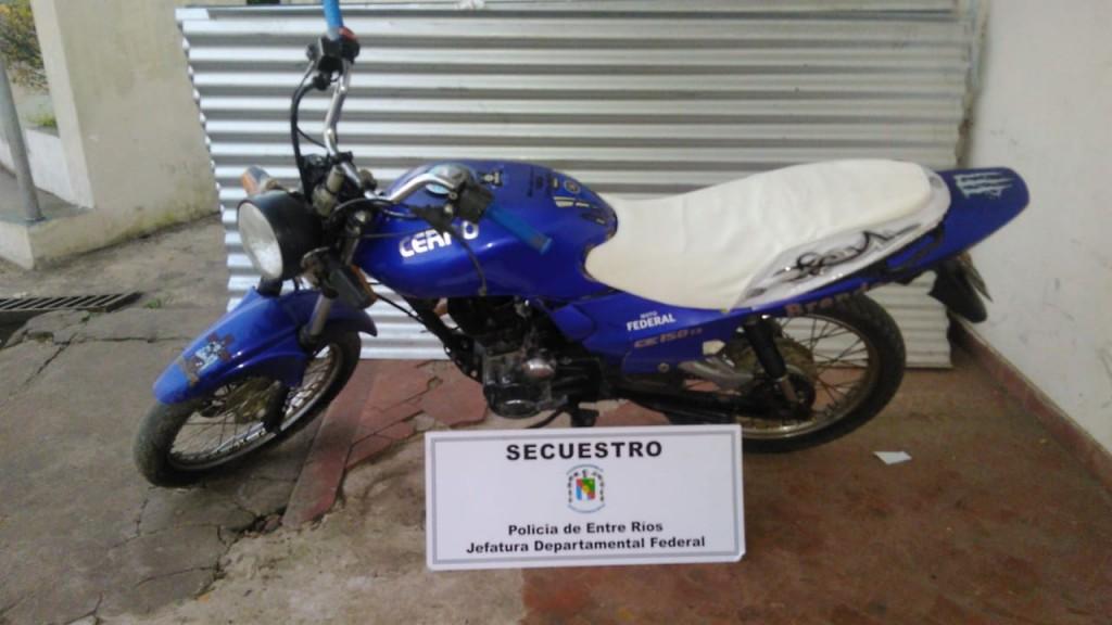 Secuestro de moto adulterada en momentos de realizarse allanamientos