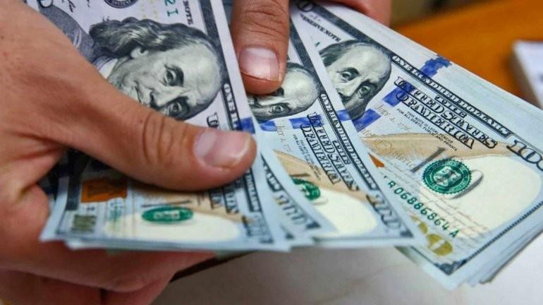Pese a los anuncios, el dólar escaló y cerró en $62,18
