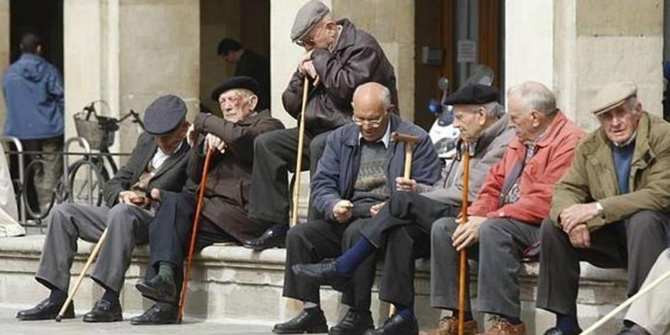 Jubilados con 30 o más años de aportes cobrarán un plus de $ 900 por dos meses