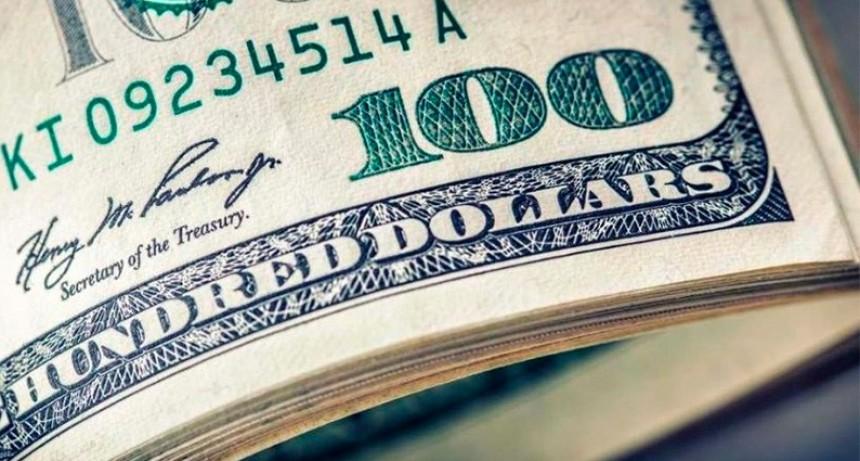 El dólar bajó 4 pesos luego de tres jornadas en alza y cerró en $59