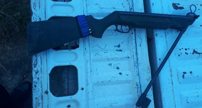 Secuestro de arma reformada Cal.22 e identificación de autores