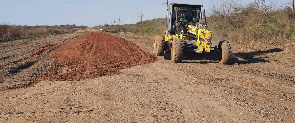 Colocan ripio en la Ruta 28 y en San Víctor, departamento Feliciano
