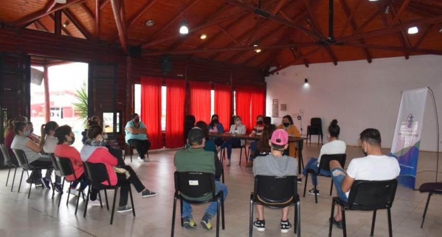 Los Conquistadores: Intendente Adriana Meza Torres se reunió con emprendedores de la zona