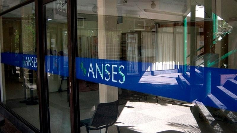 Anses informó quiénes cobran beneficios y pensiones este jueves