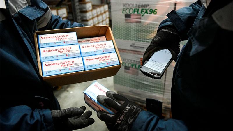 Distribuyen dosis de Moderna para combinar vacunas: la cantidad por provincia