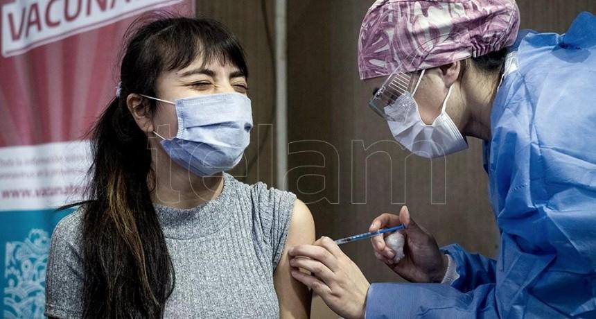 Antes de fin de año llegarán 20 millones de vacunas de Pfizer que serán destinadas a adolescentes
