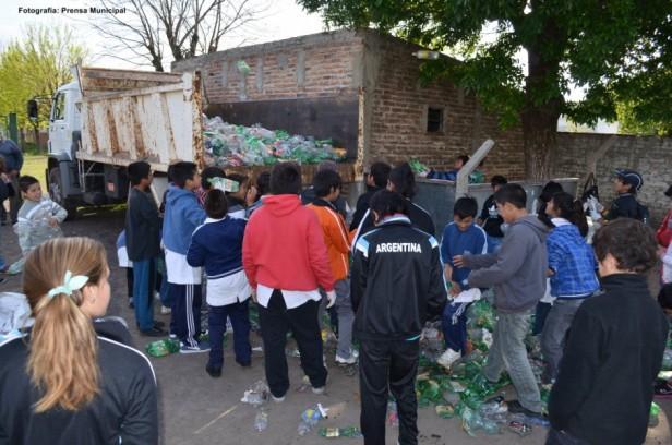 Campaña de la Escuela N° 2 en el cuidado del medio ambiente