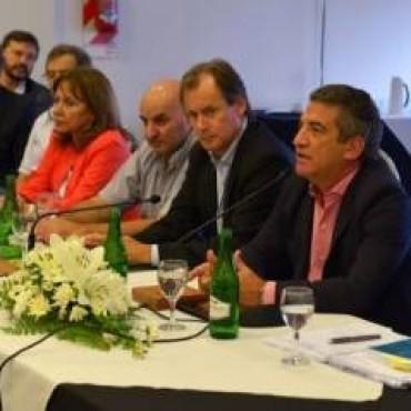 Urribarri pidió trabajar juntos, aplazar las definiciones provinciales y ratificó su candidatura presidencial