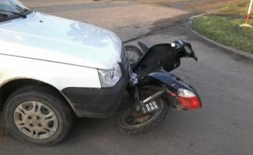 Auto y moto protagonizan un choque en la tarde del viernes