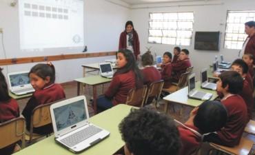El Banco de Entre Ríos equipo dos escuelas con aulas digitales móviles