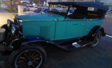 "Pancho Dotto paseara en el Rally ""Princesas con antiguo coche reparado por Cacho Vale"""