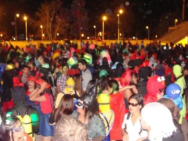 FmCienFederal en el baile de Disfraces de los estudiantes
