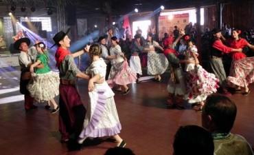 Bailarines y músicos de Federal en el encuentro Fronterizo de Arte